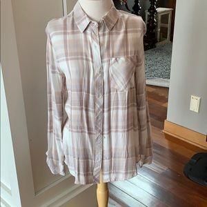 Women's medium tan plaid shirt